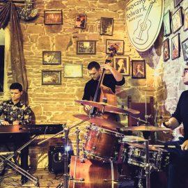 Tubis Trio koncert Muzyczny Folwark Mszana Dolna
